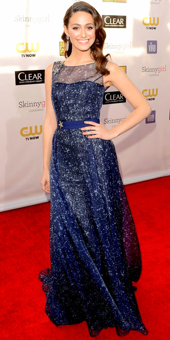 011113-Emmy-Rossum-350 (1)Rossum paired Carolina Herrera's celestial gown with Sutra statement earrings at the Critics' Choice Movie Awards.