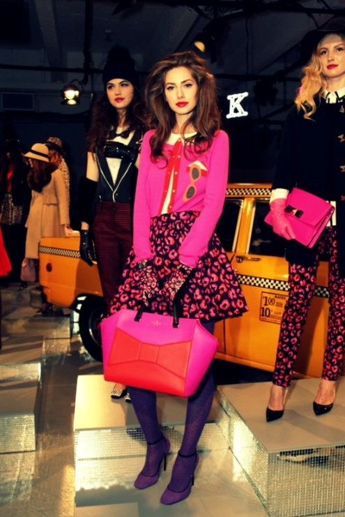 62dac106e22ec119448692a0e7d8f857looking pretty in pink at kate spade fall 2013 {love the skirt shape and the oversize bag}