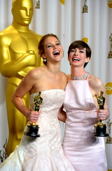 f6f331e538d2ac9f2401721083fe7b4eJennifer Lawrence and Anne Hathaway celebrated their wins at the #Oscars