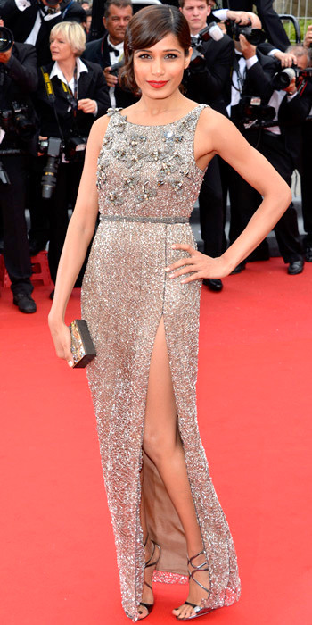 051713-freida-pinto-350Freida Pinto sparkled on the Cannes red carpet in an embroidered column, pearl Daniel Swarovski box clutch and strappy sandals.