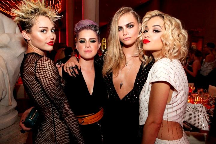metgala-tj-2-cocktails-0081_23570860336.jpg_carousel_partiesMiley Cyrus, Kelly Osbourne, Cara Delevingne, and Rita Ora