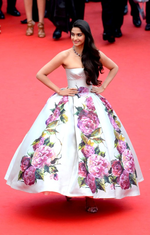 tumblr_mmwp7aWimw1r2jcoko1_1280Sonam Kapoor in Dolce & Gabanna at the Cannes premiere for Jeune & Jolie on May 16, 2013.