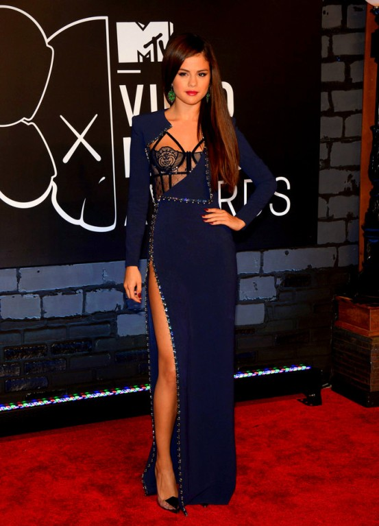2013+MTV+Video+Music+Awards+Arrivals+ngLNhd2dS8yx Selena Gomez