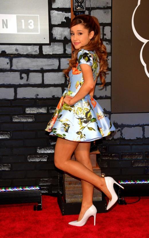 2013+MTV+Video+Music+Awards+Arrivals+njHleBu8_s_xarinia grande