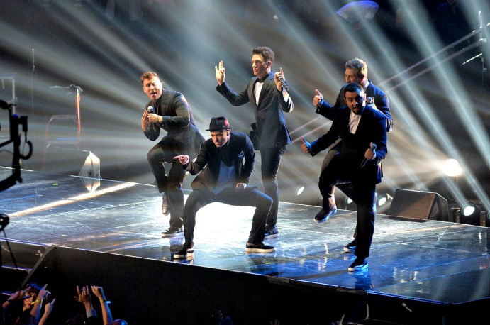 2013+MTV+Video+Music+Awards+Show+6gOaPjfNwx3xris Kirkpatrick, Joey Fatone, Justin Timberlake, JC Chasez and Lance Bass of 'N Sync perform during