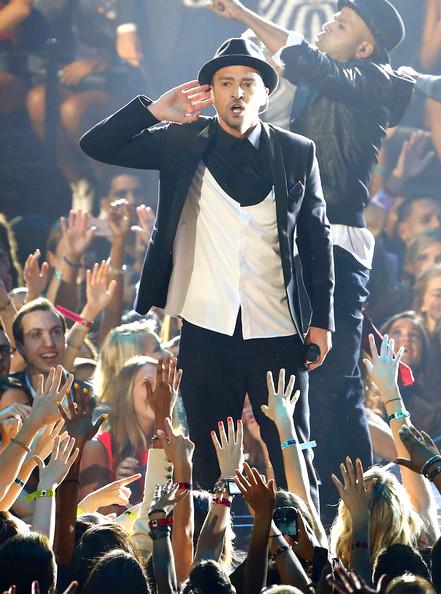 2013+MTV+Video+Music+Awards+Show+9ocwOR5OtUHlMusician Justin Timberlake performs
