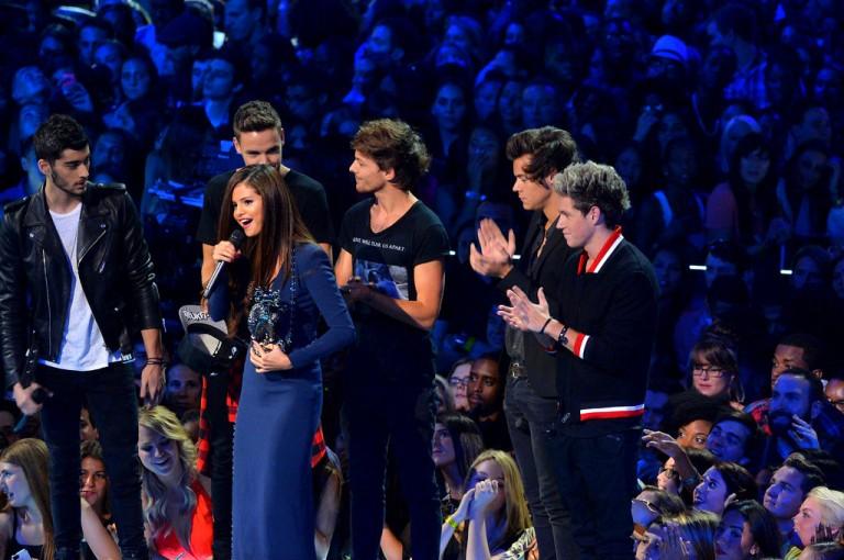 2013+MTV+Video+Music+Awards+Show+eI3WgH1RXS Selena Gomez