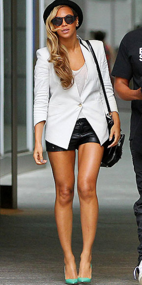 beyonce-290making black leather shorts and her white Helmut Lang blazer look chic and not too try-hard or severe