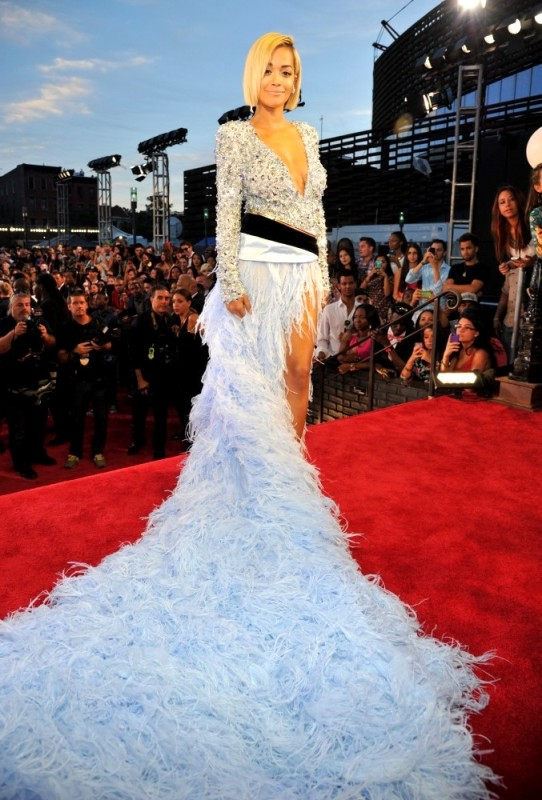 rsz;cx=blank;cy=blank;cw=blank;ch=blank;x=677;y=1000;nmd=actual Rita Ora.png Alexandre Vauthier Couture