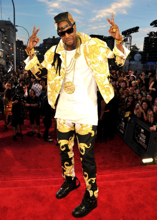 2013 MTV Video Music Awards - Red Carpet 2 chains