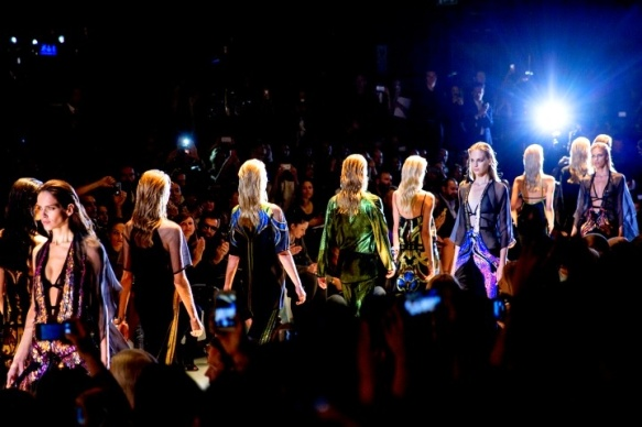 gucci-rtw-ss2014-backstage-17_152544149267.jpg_carousel_parties