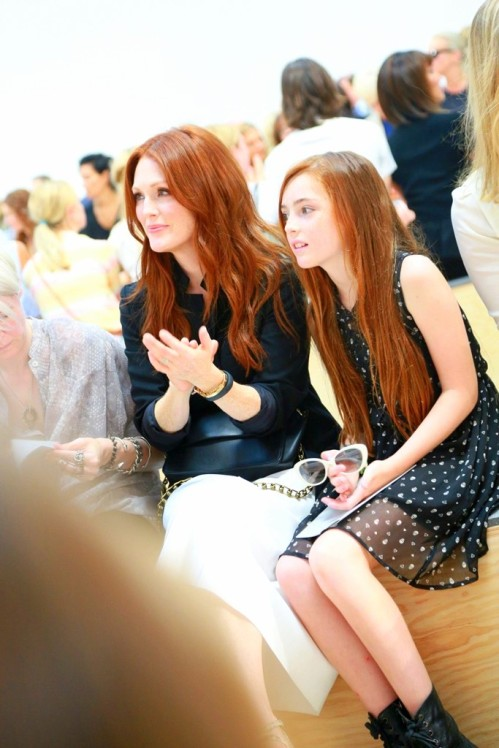 reed-krakoff-fr07Julianne Moore and her daughter Liv.
