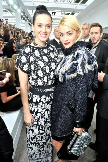 d4fdKaty Perry, Rita Ora and Kate Upton attended the show, staged on a massive art