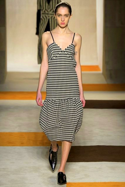 autumn-winter-2016 ready-to-wear victoria-beckham_VIC0463_426x639_1
