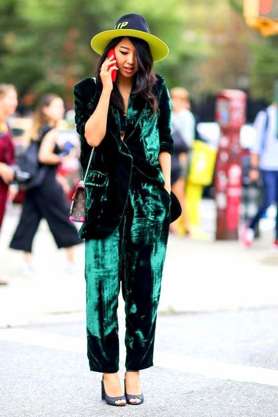 fall-street-style-from-new-york-fashion-week-velvet-green-suit